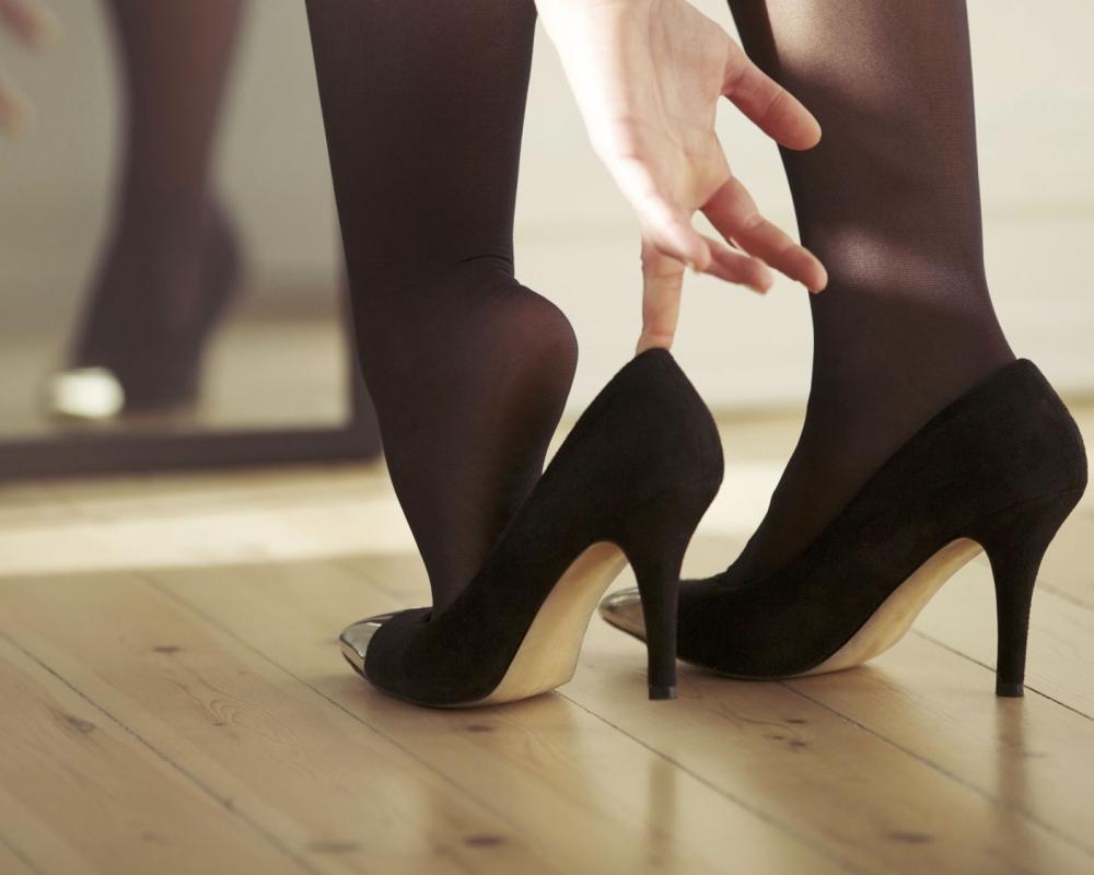 Taraklı ayaklar için ayakkabı nasıl seçilir