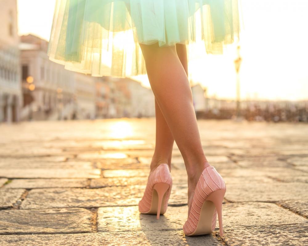 İpucu: Topuklu Ayakkabı ile Nasıl Yürünür