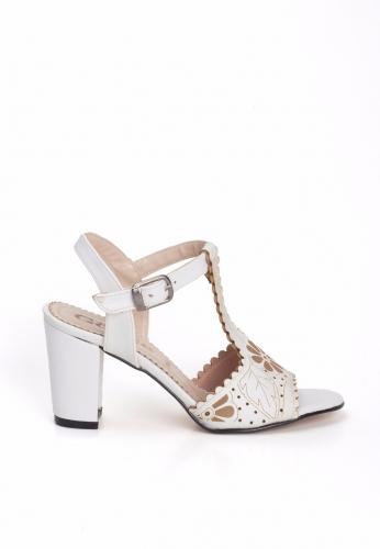 Beyaz Desenli Önden Baretli Bayan Topuklu Ayakkabı