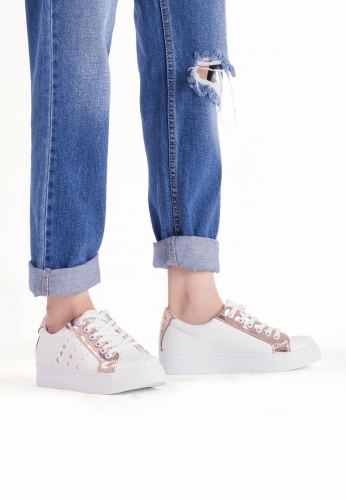 Beyaz Rose Detaylı Baloncuk Desenli Bayan Spor Ayakkabı