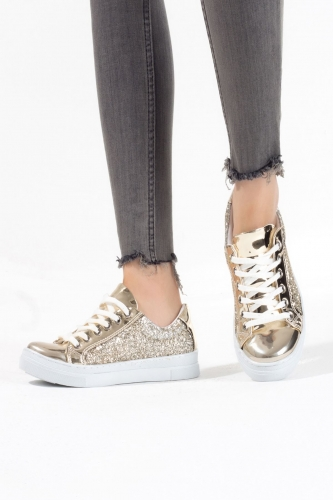 Gold Simli Rugan Detaylı Bayan Spor Ayakkabı