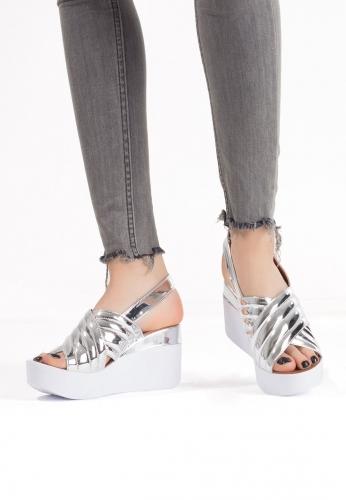 Gümüş Rugan Bayan Dolgu Topuk Sandalet Ayakkabı