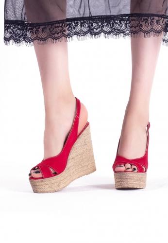Kırmızı Süet Kemerli Bayan Dolgu Topuk Ayakkabı