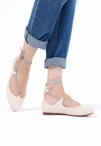 Krem Renk Bilekten Bağlı Bayan Babet Ayakkabı