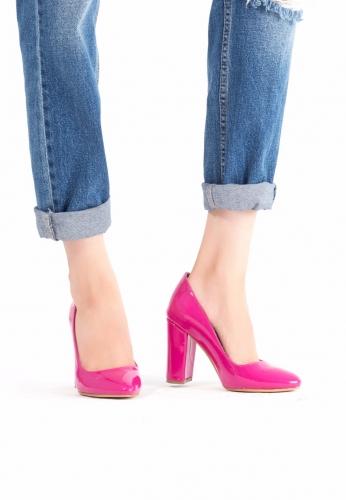 Sivri Burun Rugan Ayakkabı
