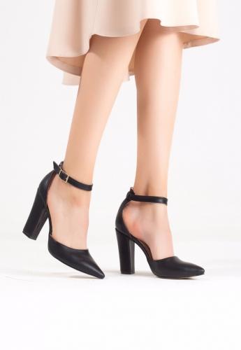 Siyah Bayan Bilekten Kemerli Topuklu Ayakkabı