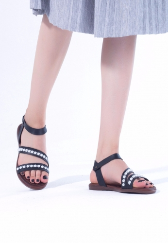 Siyah Boncuk İşlemeli Çift Bantlı Bayan Sandalet Ayakkabı