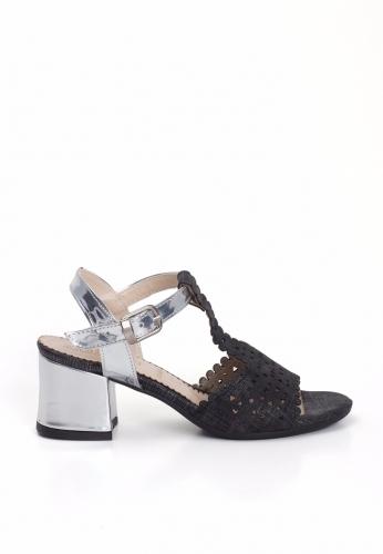 Siyah Lazerli Gümüş Kemerli Bayan Kısa Topuk Ayakkabı