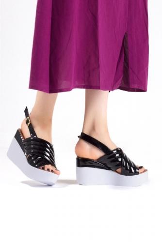 Siyah Rugan Bayan Dolgu Topuk Sandalet Ayakkabı
