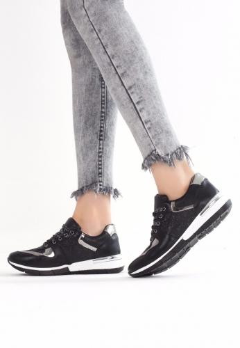 Siyah Tabanı Beyaz Spor Ayakkabı