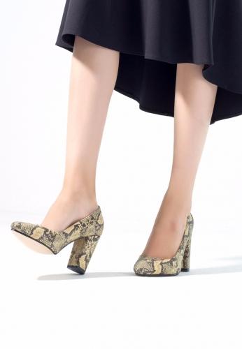 Yılan Derisi Desenli Bayan Kalın Topuklu Ayakkabı